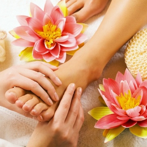 DIAMOND NAILS - foot massage
